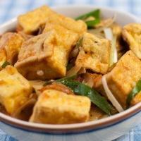 Tofu à la sauce tomate (đậu hũ sốt cà chua)